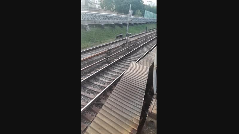 Выхино, метро и электрички на одной платформе