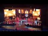 Leona Lewis presents the award to Via Wallen