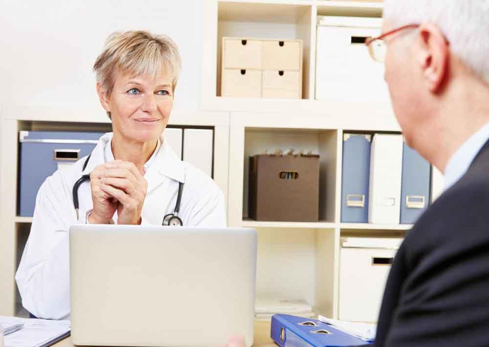 Врач может порекомендовать колоноскопию пациентам с высоким риском развития рака толстой кишки