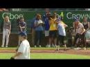 Kat jogando beisebol BigSlickKC
