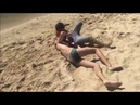 Драка на пляже, разбитый нос, сломал руку