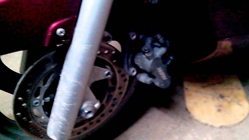 Замена тормозных колодок Honda Silver Wing 600