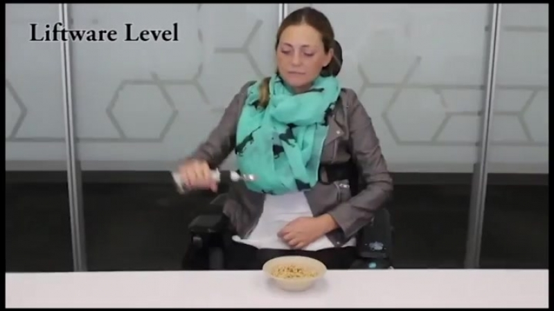 Self leveling robotic spoon for people with disabilities