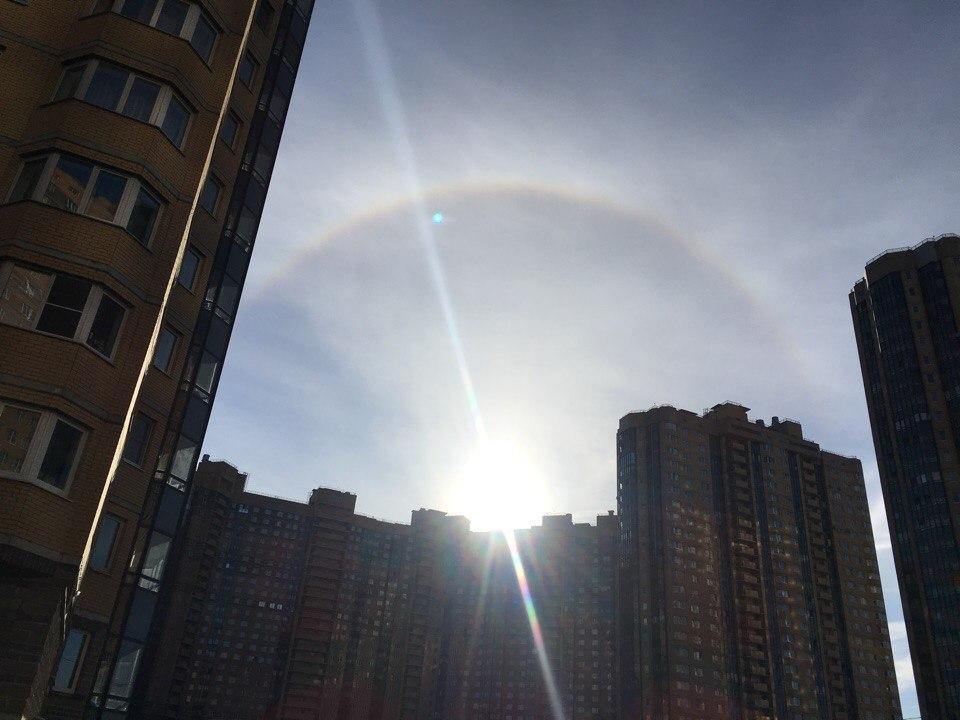 Странный объект в небе сфотографировали жители Санкт-Петербурга.