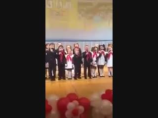 Этот мальчик знает, как нужно петь с эмоциями (6 sec)
