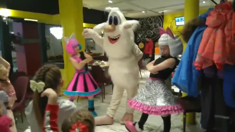 Буба танцует с ребятами!)