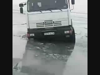 Утопили все что можно)))