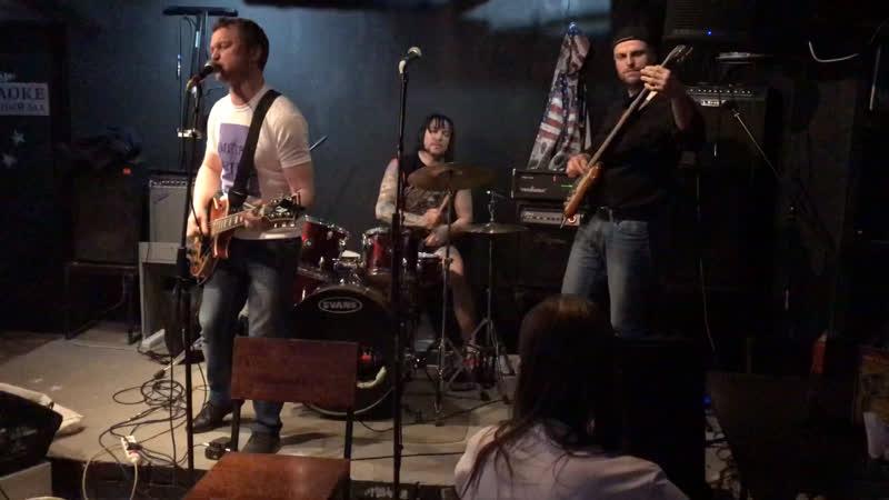 Внимание группа «Метро-ВДНХ», по просьбам своих фанатов ,дала внеочередной концерт,по случаю своего очередного дня рождения .
