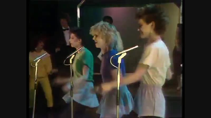 FUN BOY THREE feat. BANANARAMA - It Ain't What You Do, It's The Way That You Do It (1982)
