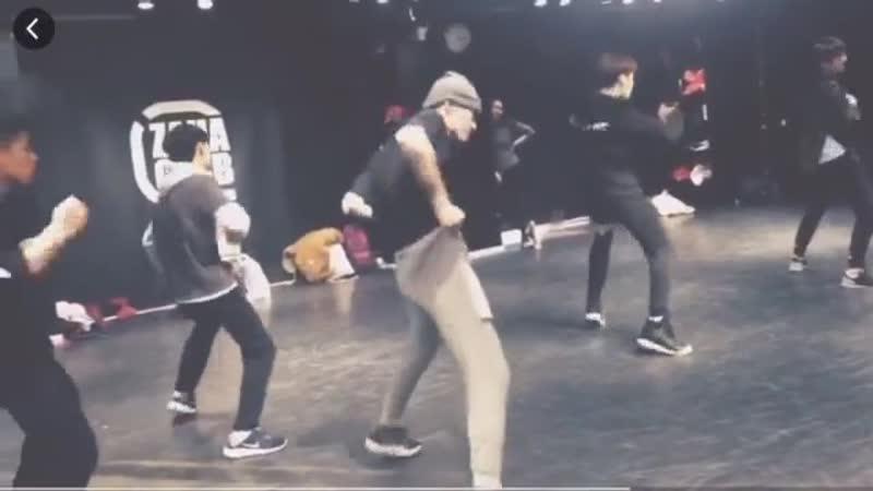 [2016] Zaha Club dance studio x Yue Yue x Ling Chao cr. 弥sooooou