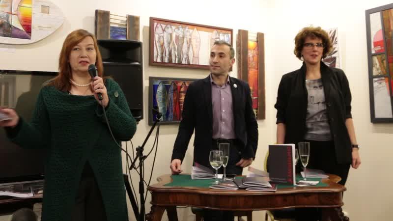 Лора Кутузова на презентации сборника Мезальянс. Чердак художника. 19 ноября 2019 года
