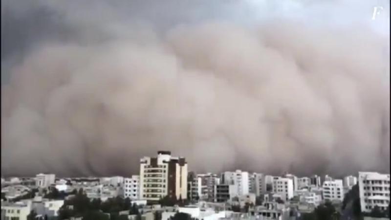Пыльная буря накрыла древний иранский город. - День превратился в ночь, так характеризуют очевидцы песчаную бурю, которая пронес