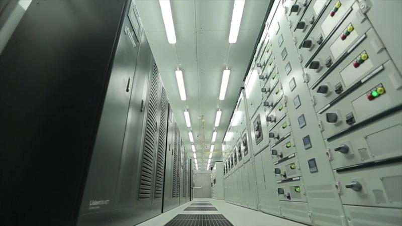 Монтаж серверного оборудования в центре обработки данных