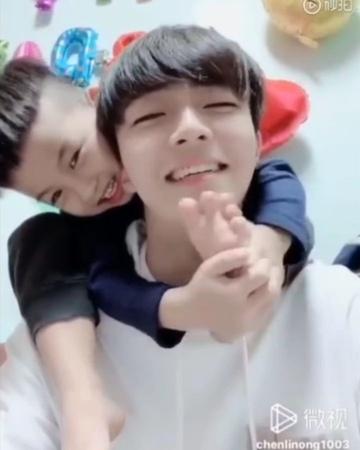 "陈立農 Nine Percent Chenlinong 🧡 on Instagram ""他的侄子好可爱啊啊啊啊 💗💗"""