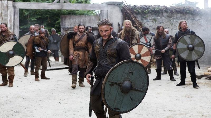 Рагнар и его друзья грабят монастырь. Викинги