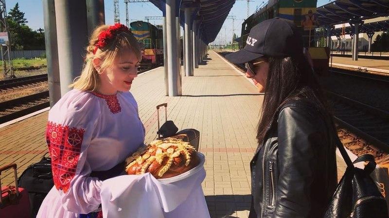 """ЗЛАТА ОГНЕВИЧ on Instagram: """"Закарпаття вітає ❤️УЖГОРОД , до зустрічі на концерті сьогодні! ✌🏽 златаогневич тур танцювати україна закарпаття ..."""