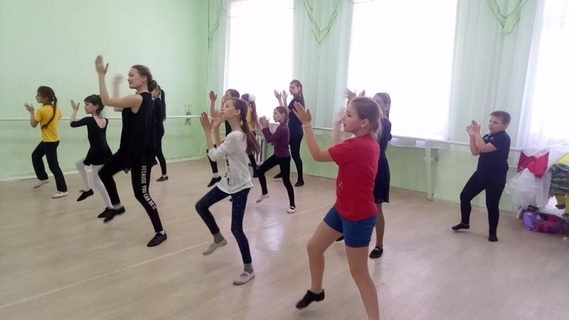 массовый танец под музыку