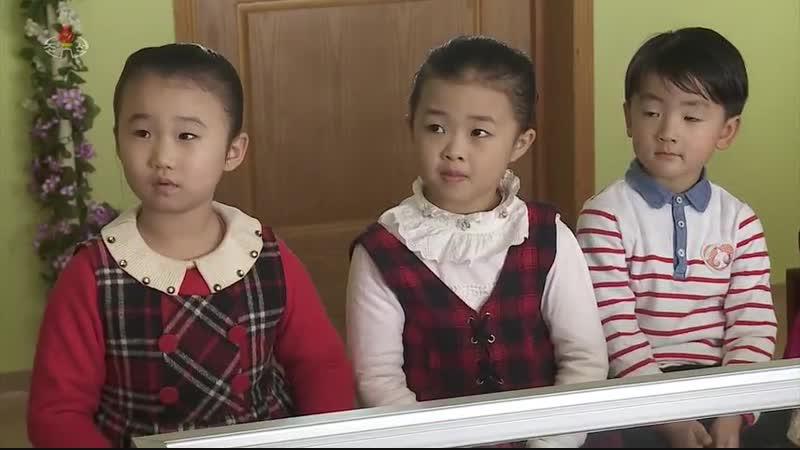 위대한 령도자 김정일대원수님의 어린시절이야기 -돌려보내신 장화-