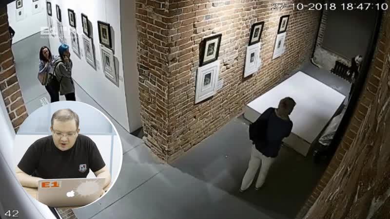 Ради фотографии женщина обрушила стенд с подлинником картины Дали
