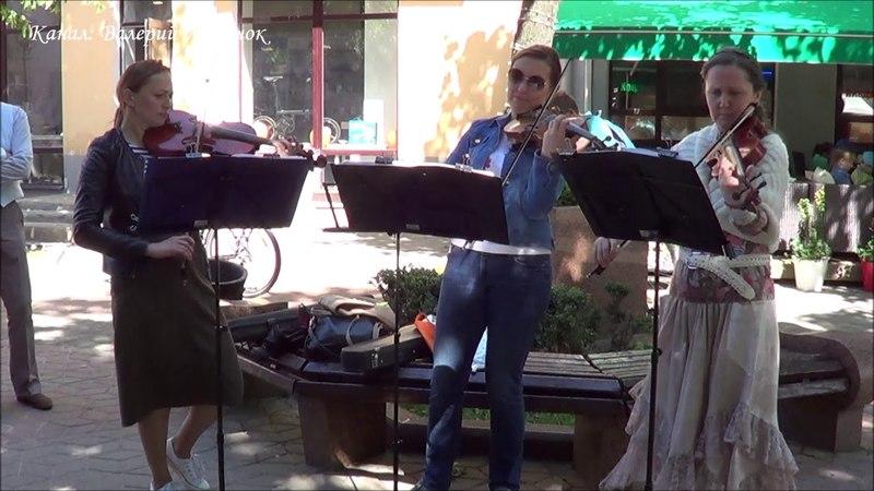 Классный ЧАРДАШ от трио скрипачек! Brest! Street! Music!
