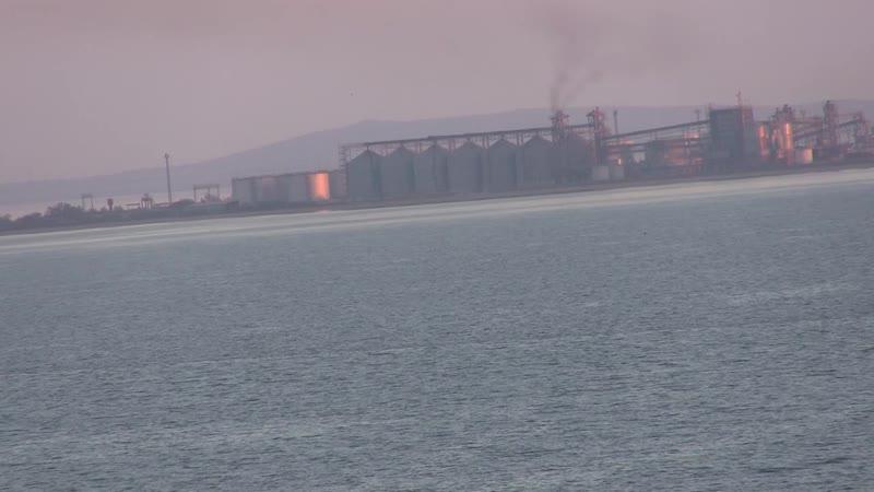 Керченский пролив-переправа ни одно судно не идёт(украинцы устроили провакацию в проливе)