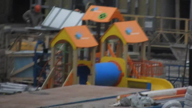 ЖК Эталон Сити башни Токио корпуса №1 2 3 монтируют уже вторую детскую площадку