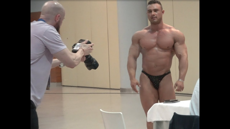 IFBB Mens World Championship weigh-in 17