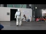 Представление робота ASIMO в музее Мирайкан 未来館