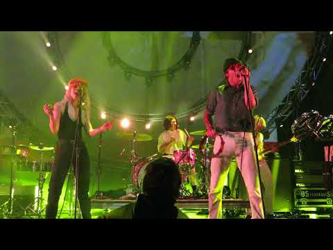 PARAMORE FRENCH CLASS ♪ LIVE IN PARIS @ L'OLYMPIA 2018 01 09 by Nowayfarer 🎸 FULL ᴴᴰ