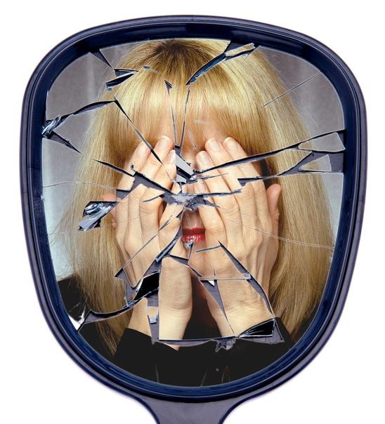 Разбилось зеркало: к чему и что делать Народные приметы