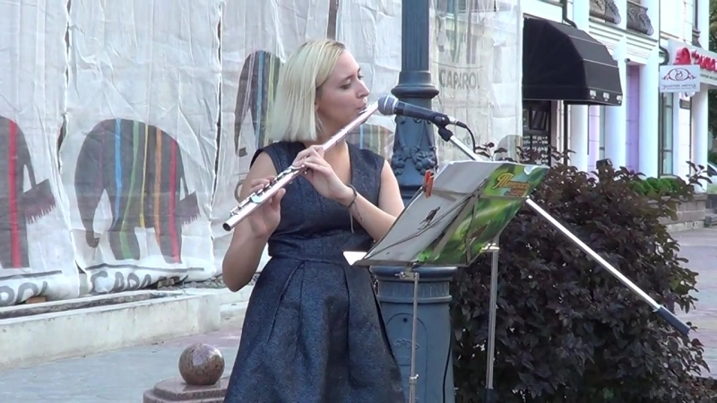 Красивая мелодия для флейты на улице СМОТРИТЕ Buskers Street Music mp4