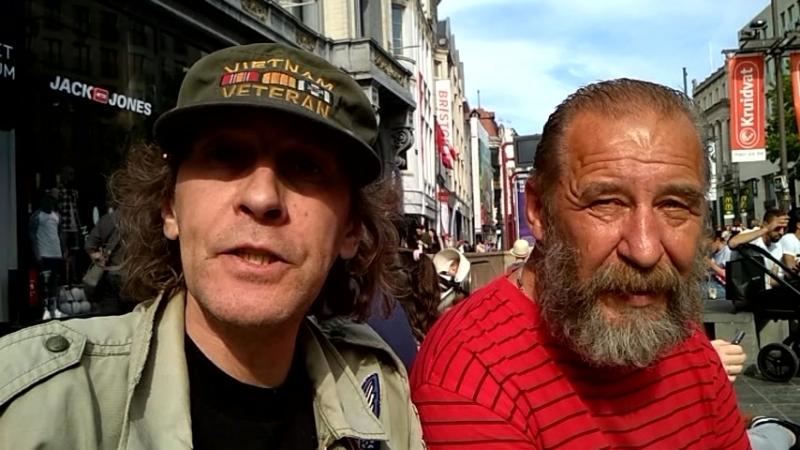 Дезертиры рабочих фронтов перед выступлением Сиблингов в Антверпене.