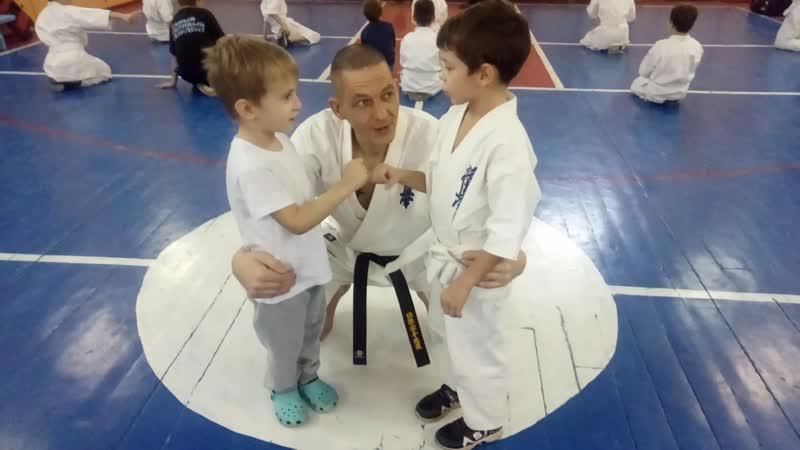 Как мы миримся на тренировке кёкусинкай карате в Мурманске Клуб Тэнгу Про Мурманск oyama mas