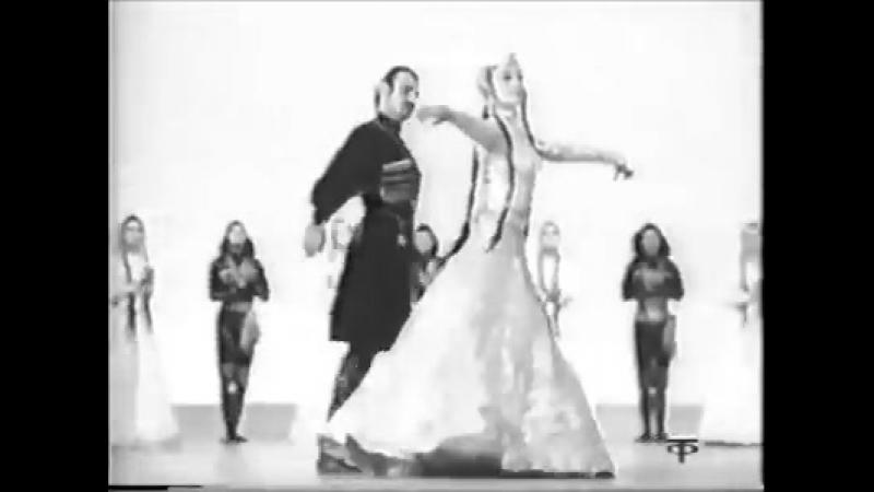 ცეკვა ქართული. სოლისტები იამზე დოლაბერიძე და ფრიდონ სულაბერიძე.