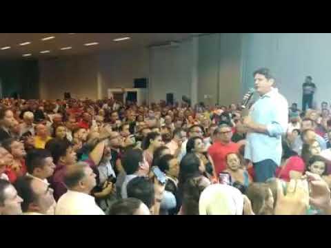 Cid Gomes bate boca com militante do PT