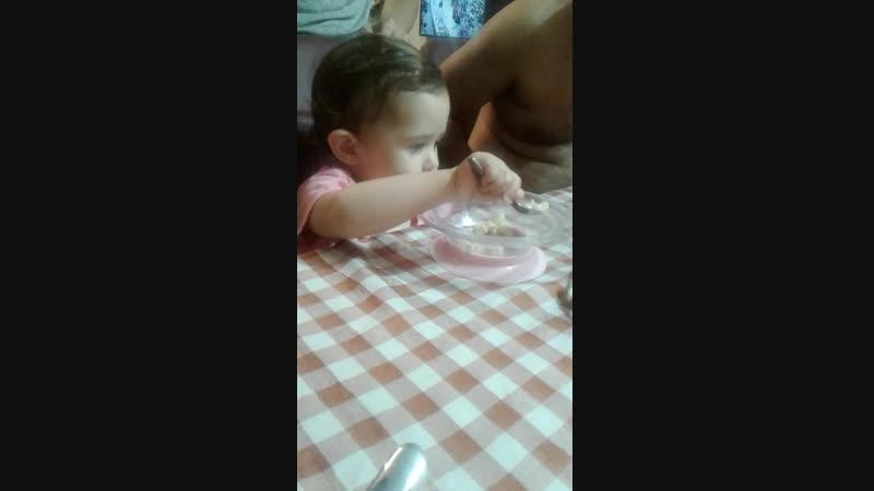 учимся самостоятельно есть