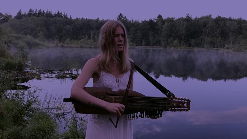 Nordic folkmusic on nyckelharpa