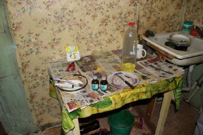 Отец и дочь устроили в доме наркопритон