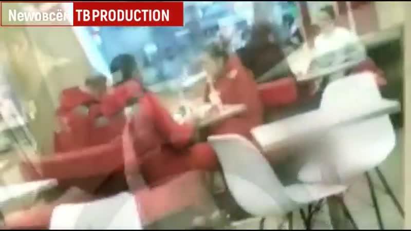 Врачи скорой помощи поели в KFC и прошли мимо человека без сознания