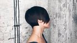 четкая короткая женская стрижка с длинной челкой