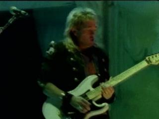 Iron Maiden - The Evil That Men Do (1988)