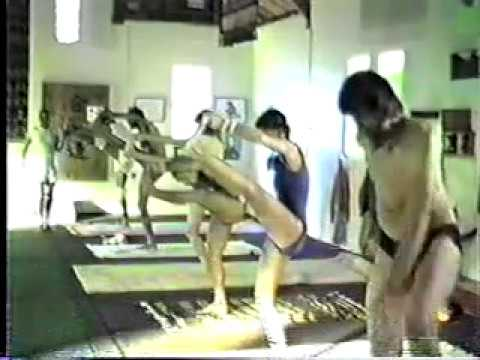Pattabhi Jois Teaching Ashtanga Primary Series in Encinitas, CA 1982