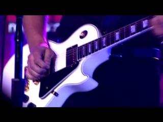 Meghan Trainor & Brett Eldredge — Beat of the Music (from CMT Crossroads)