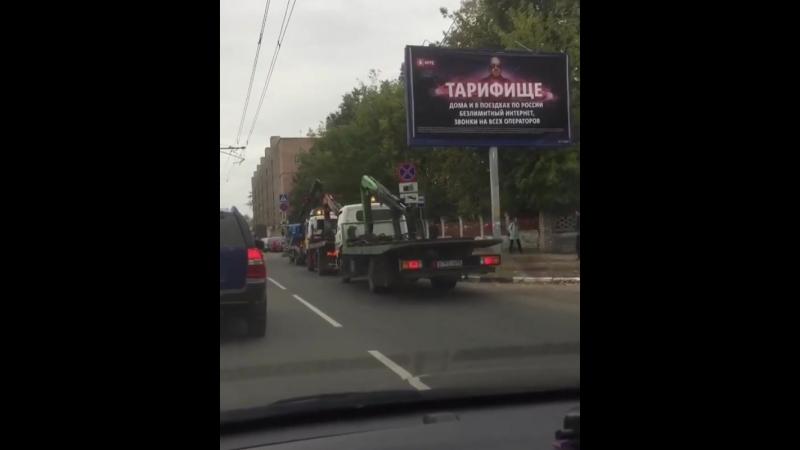 Ул халтурина забирают машины с остановки @ viktoriya rzn rzn life