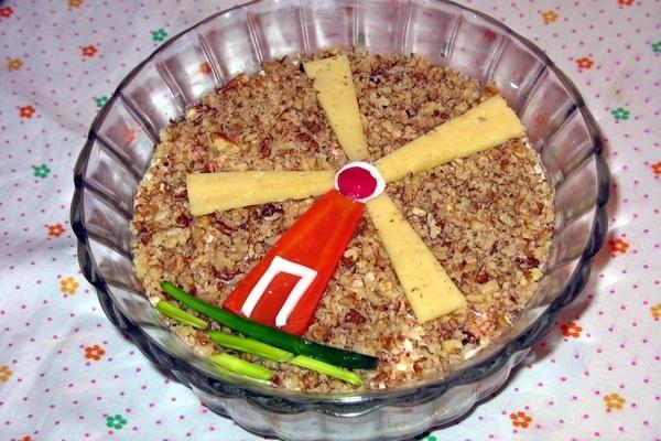 Мясной салат «Мельник» с грибами и сыром