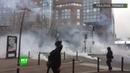 La police utilise les gaz lacrymogènes contre les Gilets jaunes à Toulouse