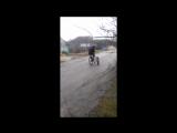 Вот такой велосипед я сделал два года назад. А  щас хочу такое-же сделать только уже все аккуратно будет сделано и движок еще по