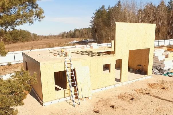 Идет монтаж стен и перегородок дома в стиле барн #ультрасип_крутой_ручей 👌🏻