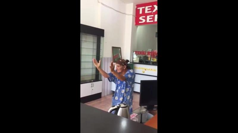 Бабушка танцует не хуже молодёжи 😁😁😁
