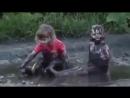 Деревенский АкваПарк.Купание в грязи смешное видео, хорошее настроение, юмор, дети, девочки, грязевые ванны, мама, мать.
